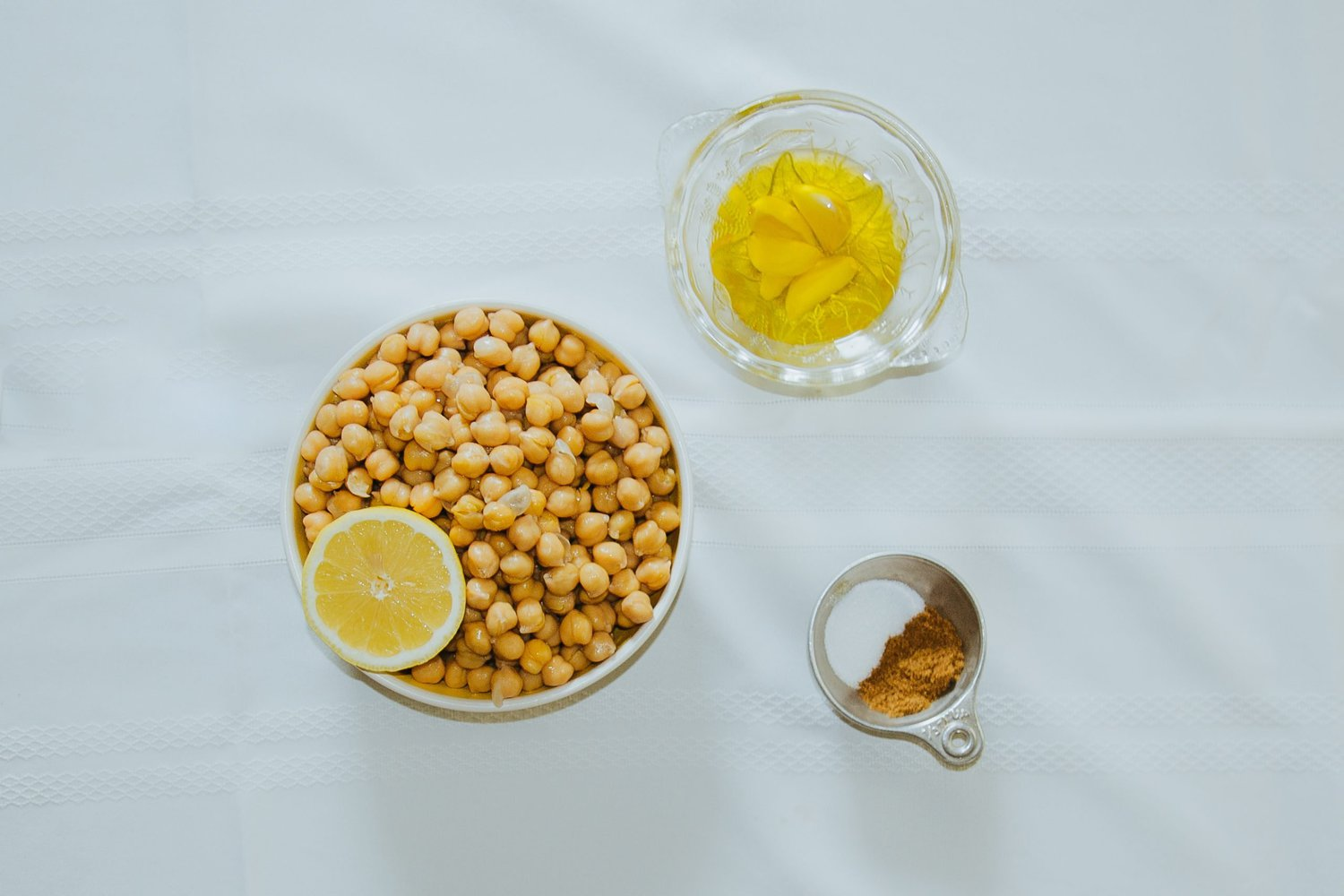 Ingredients for hummus without tahini.