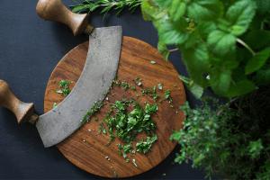 best mezzaluna knife - featured image